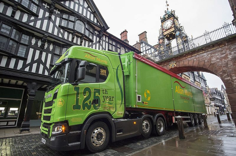 Hankook Tyre UK participates in Allan Morris Transport's 125th anniversary