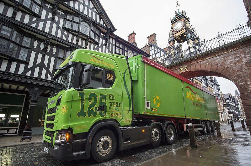 Hankook Tyre UK participates in Allan Morris Transport's 125th anniversary