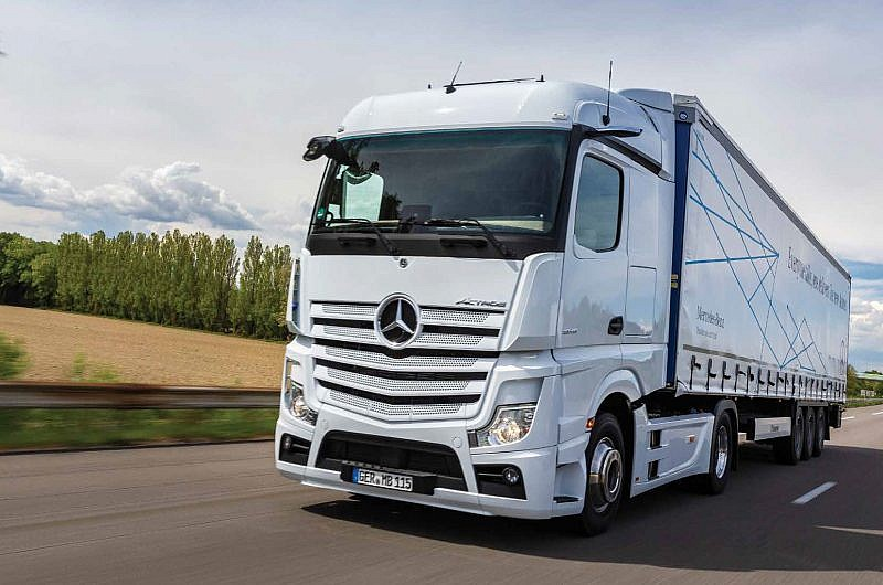Commercial Vehicle Driver MagazineJune 2019 Cam in the mirror Mercades Benz Actros Review Main Image