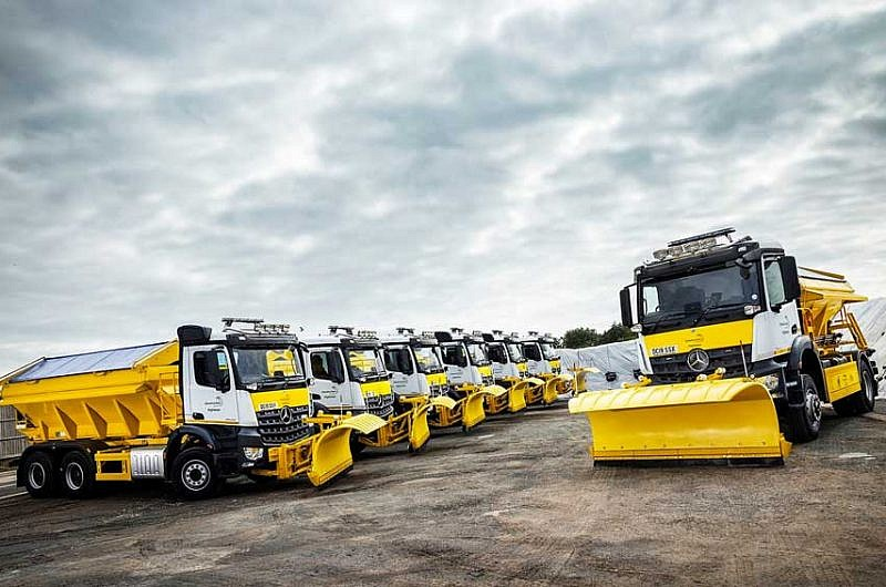 Mercedes-Benz-Arocs Gritters-Set-for-Ringway-Jacobs