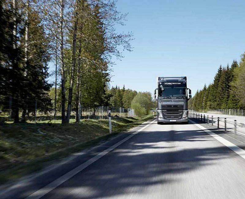 Volvo-FH - Reveiw CV Driver Magazine